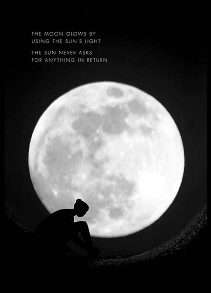 The Moon Glows Poster i gruppen Posters  / Mindfulness hos Desenio AB (10013)