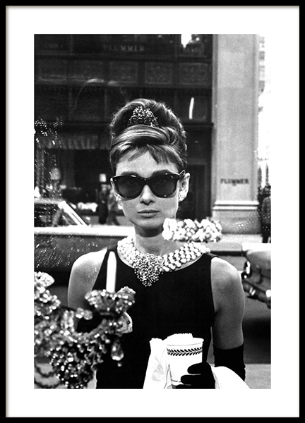 Breakfast at Tiffany's Poster i gruppen Posters  / Iconic photos hos Desenio AB (11973)