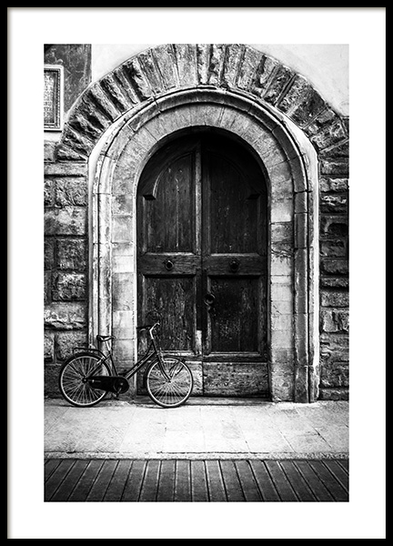 Bike and Arched Door Poster i gruppen Posters  / Svartvita hos Desenio AB (13263)