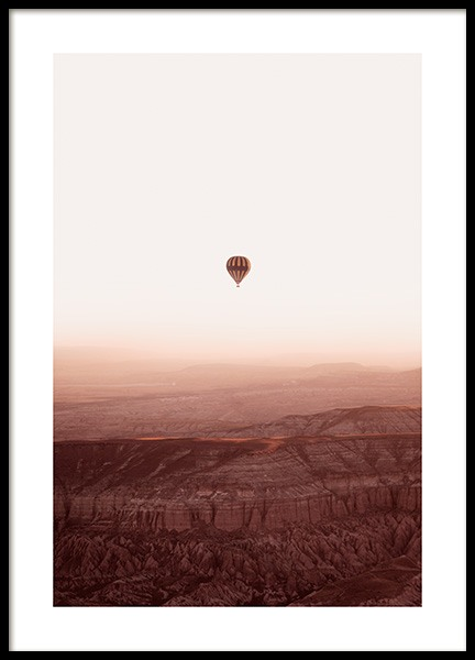 Hot Air Balloon Over Mountains Poster i gruppen Posters / Naturmotiv hos Desenio AB (14534)