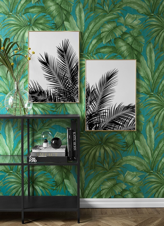 Inspiration till hallen med palmtapet och svartvita palmtavlor