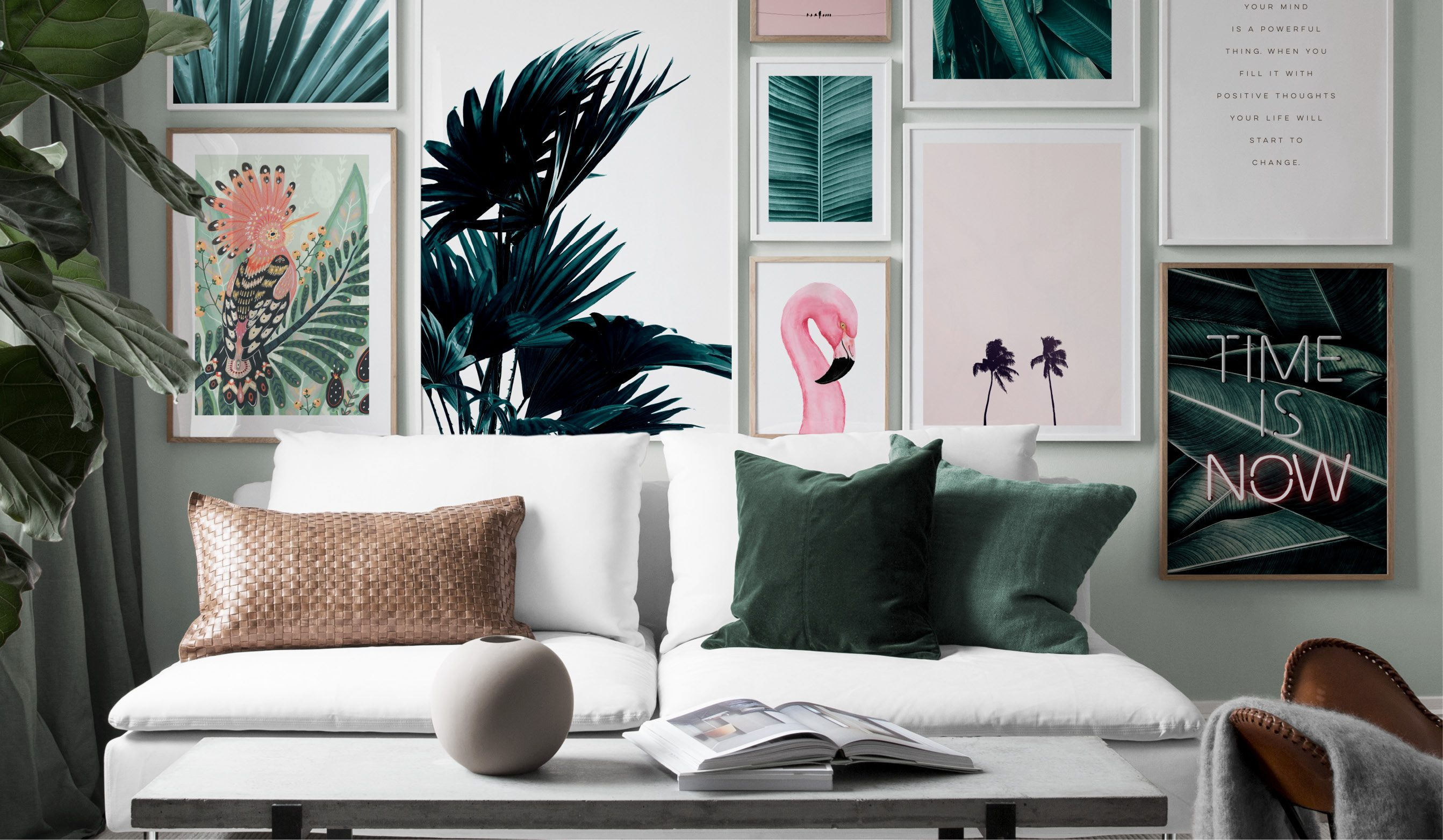 Tropisk tavelvägg med gröna palmer och rosa flamingo