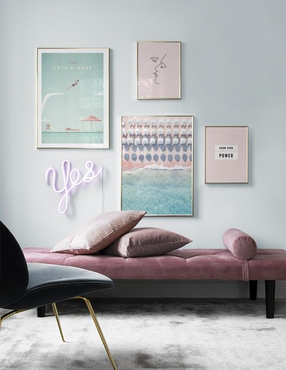 Inred ditt vardagsrum med pastellnyanser och  havsposters
