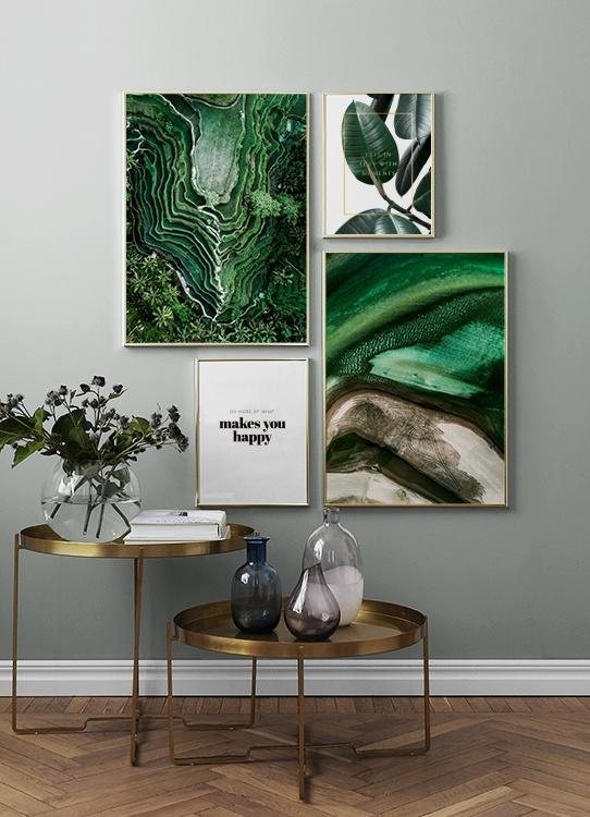 Grön tavelvägg, poster av risfält och in love with moments citat