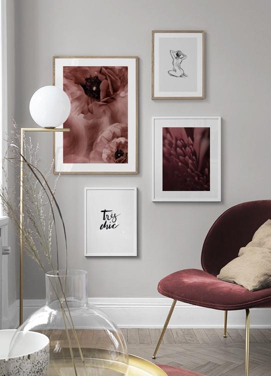 Snyggt tavelkollage med mörkt rosa blommor, illustration och texttavla